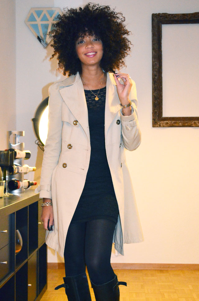 mercredie-blog-mode-outfit-look-style-look-robe-noire-dentelle-atmosphere-primark-bottes-zip-asos-trench-corset-afro-hair-natural-boucles-nappy-medaille-bapteme