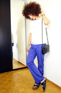 mercredie-blog-mode-sac-alex-marc-by-marc-jacobs-pantalon-bleu-klein-roi-manoukian-sweat-blanc-zara-afro-hair-natural-nappy-birkenstock-arizona-outfit-look-inspiration4