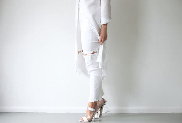 ivania-carpio-love-aesthetics-all-white-look-plastic-transparent-mercredie-blog-mode