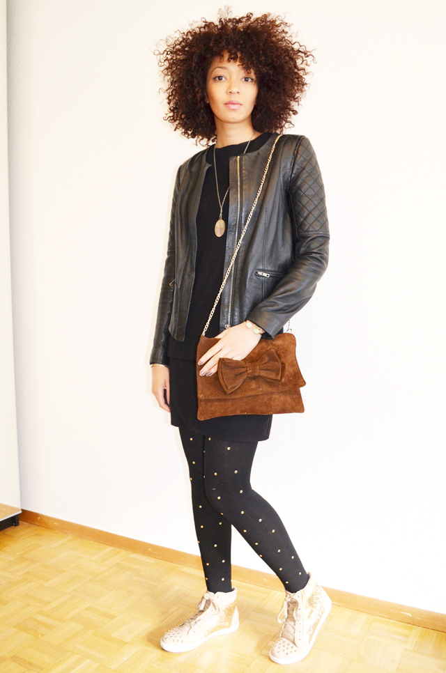 mercredie-blog-mode-beaute-geneve-collants-clous-cloutes-studded-tights-sneakers-sequins-beige-afro-hair-nappy-cheveux-frises-6
