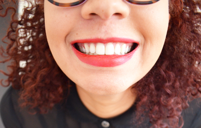 mercredie-blog-mode-sourire-rouge-a-levres-rouge-lipstick-red-afro-hair-cheveux-naturels