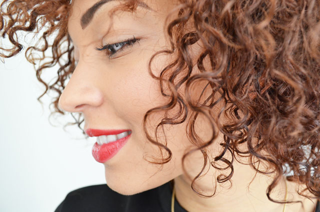 mercredie-blog-mode-beaute-cheveux-nappy-afro-naturels-kinky-curly-shea-moisture-huile-coco-frises-boucles-routine-karuni-concours2
