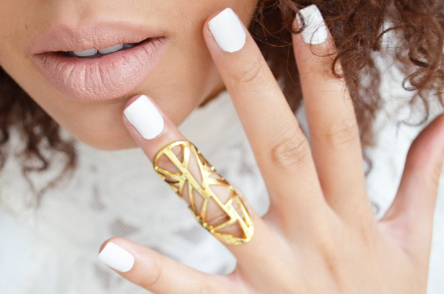 mercredie-blog-mode-beaute-fashion-blogger-switzerland-nude-lipstick-mac-honey-love-curly-hair-curls-nappy-afro-kinky-bague-rita-zia-phallange2