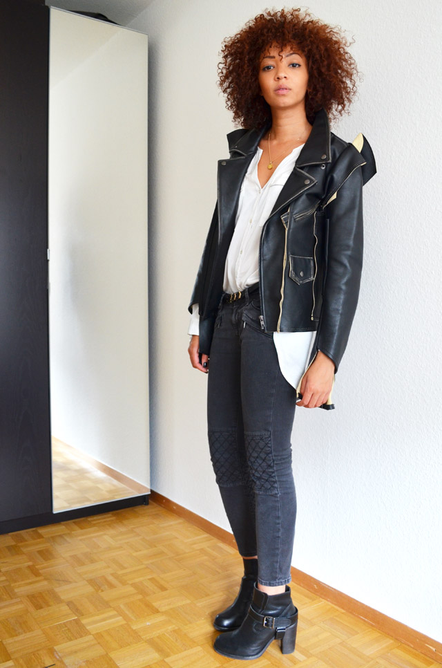 mercredie-blog-mode-geneve-suisse-blogueuse-bloggeuse-jean-biker-zara-gris-zip-maison-martin-margiela-leather-jacket-mmm-h&m-2012-chemise-blanche-white-shirt-heeled-jules-all-saints-boots2