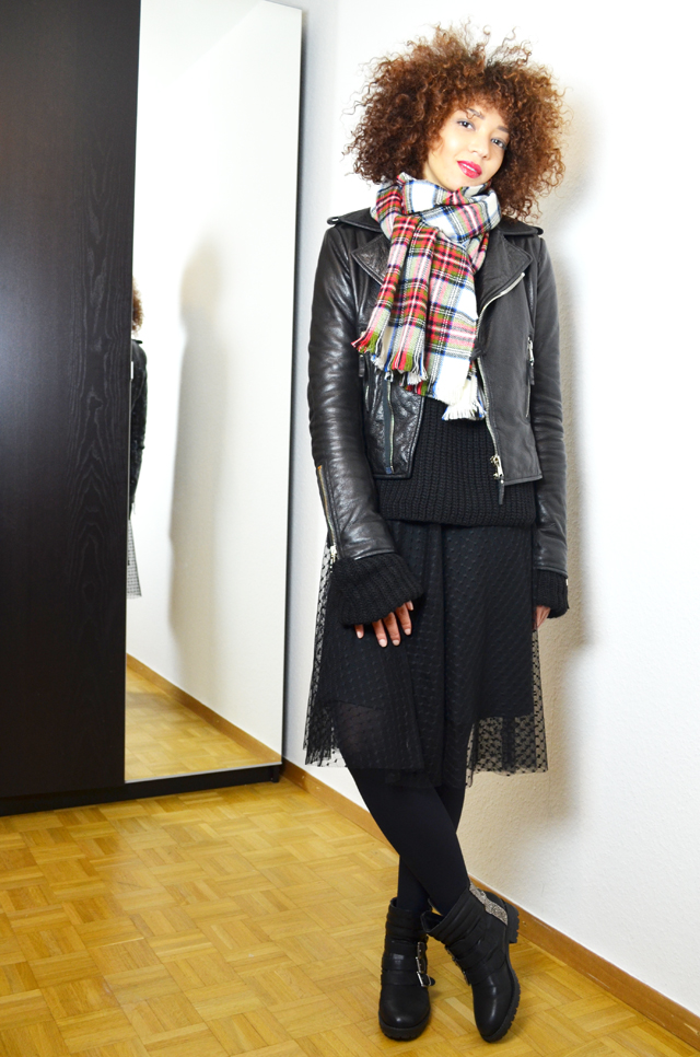 mercredie-blog-mode-geneve-fashion-blogger-zara-2013-plumetis-skirt-jupe-balenciaga-biker-jacket-black-echarpe-h&m-tartan-afro-hair-nappy-curls-curly2