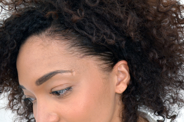 mercredie-blog-beaute-cheveux-frises-conseils-routine-capillaire-nappy-afro-curls-boucles-produits-test-ecostyler-avis-gel-naturel-natural-cheveux-baby-hair-duvet