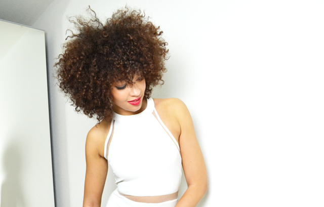 mercredie-blog-mode-geneve-suisse-switzerland-minimalist-outfit-look-style-fashion-chicwish-blanc-white-curly-nappy-natural-hair-afro2