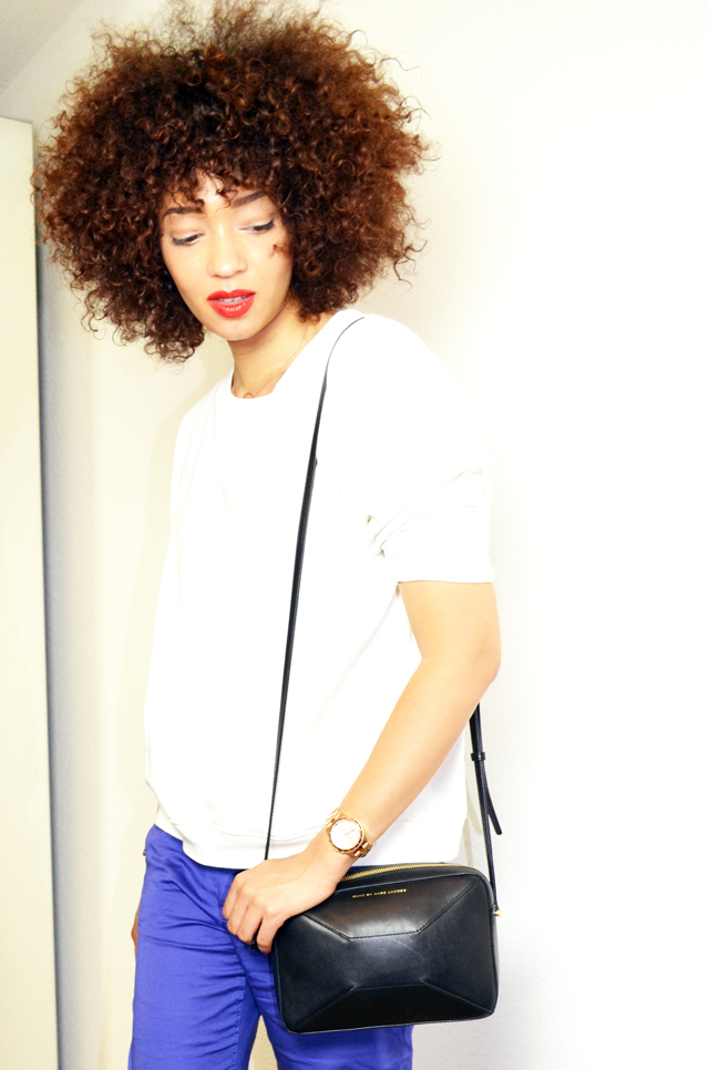 mercredie-blog-mode-sac-alex-marc-by-marc-jacobs-pantalon-bleu-klein-roi-manoukian-sweat-blanc-zara-afro-hair-natural-nappy5