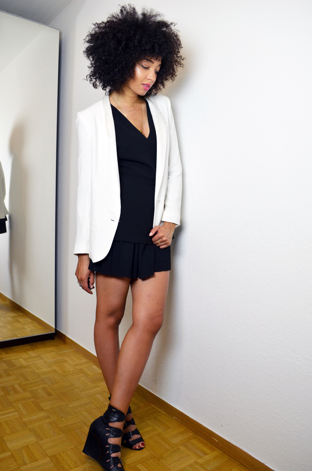 mercredie-blog-mode-geneve-suisse-blogueuse-bloggeuse-top-peplum-frontrowshop-sandales-surface-to-air-buckles-black-afro-hair-natural-nappy-blazer-bash