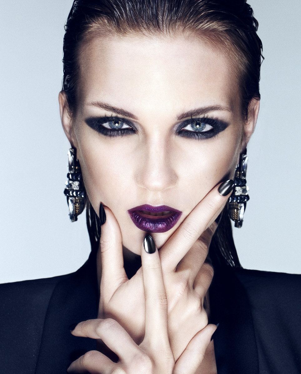 Dark-Purple-Lipstick-9
