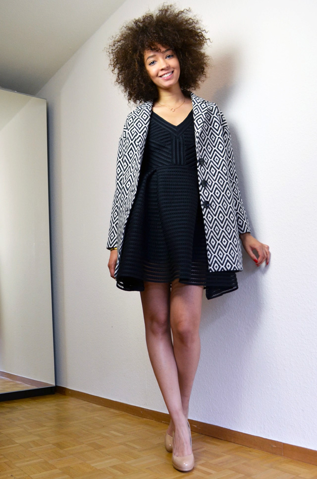 mercredie-blog-mode-robe-rayure-noire-maje-black-sledge-kate-middleton-nude-pumps-lk-bennett-manteau-veste-boyfriend-la-redoute-soft-grey-jaquard-pochette-afro-natural-hair-curly-curls2