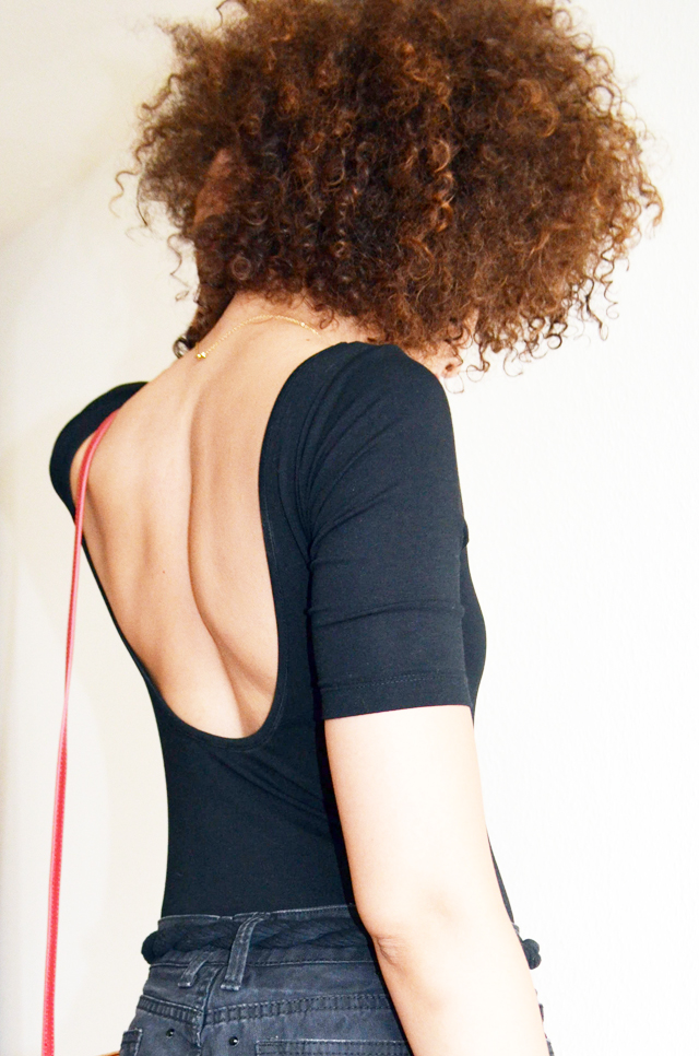 mercredie-blog-mode-geneve-suisse-body-noir-decollete-echancre-dos-afro-hair-naturels-cheveux-celine-trio-bag-red-rouge