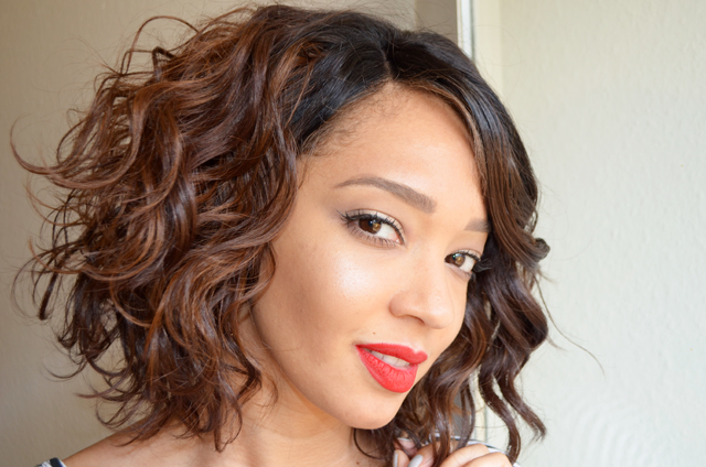 mercredie-blog-mode-beaute-test-avis-rouge-a-levres-preferes-ruby-woo-mac-lace-wig-wavy-bob-short-izzy-model-model-superbeaute4
