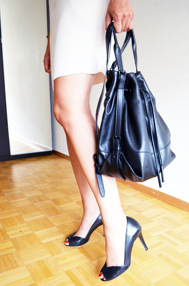 mercredie-blog-mode-geneve-robe-creme-other-stories-jonak-amiu-noir-opening-ceremony-izzy-backpack