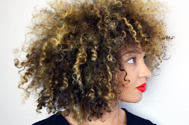 mercredie-blog-cheveux-afro-boucles-hair-natural-naturels-highlights-blond-blonde-bleached-curls-curly-3c2