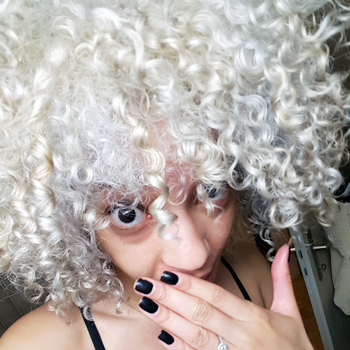 mercredie-blog-beaute-cheveux-afro-naturels-decoloration-bleached-hair-natural-platine-blonde-curls-curly-frises-big-platinum-dark-girl-mixed-tanned-routine2