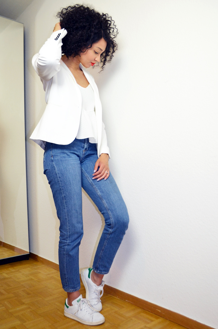 mercredie-blog-mode-suisse-geneve-jean-topshop-mom-straight-evelyn-lacewig-curly-bob-afro-hair-stan-smith-blazer-123-paris2