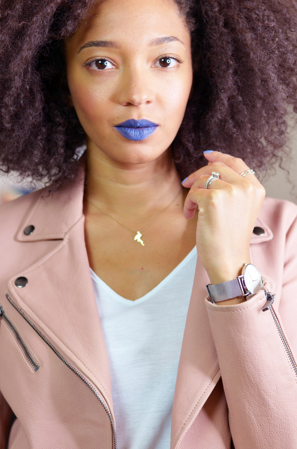mercredie-blog-mode-suisse-bloggeuse-lacewig-big-beautiful-hair-outre-outfit-nude-leather-perfecto-rose-Indigo-Go-mac-matte-lipstick-blue-daniel-wellington