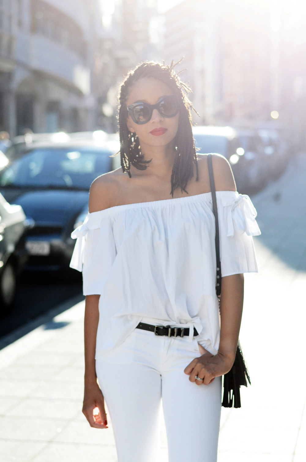 mercredie-blog-fashion-blogger-mode-geneve-suisse-santander-celine-marta-all-white-outfit-flare-elisabetta-franchetti-ceinture-kooples2