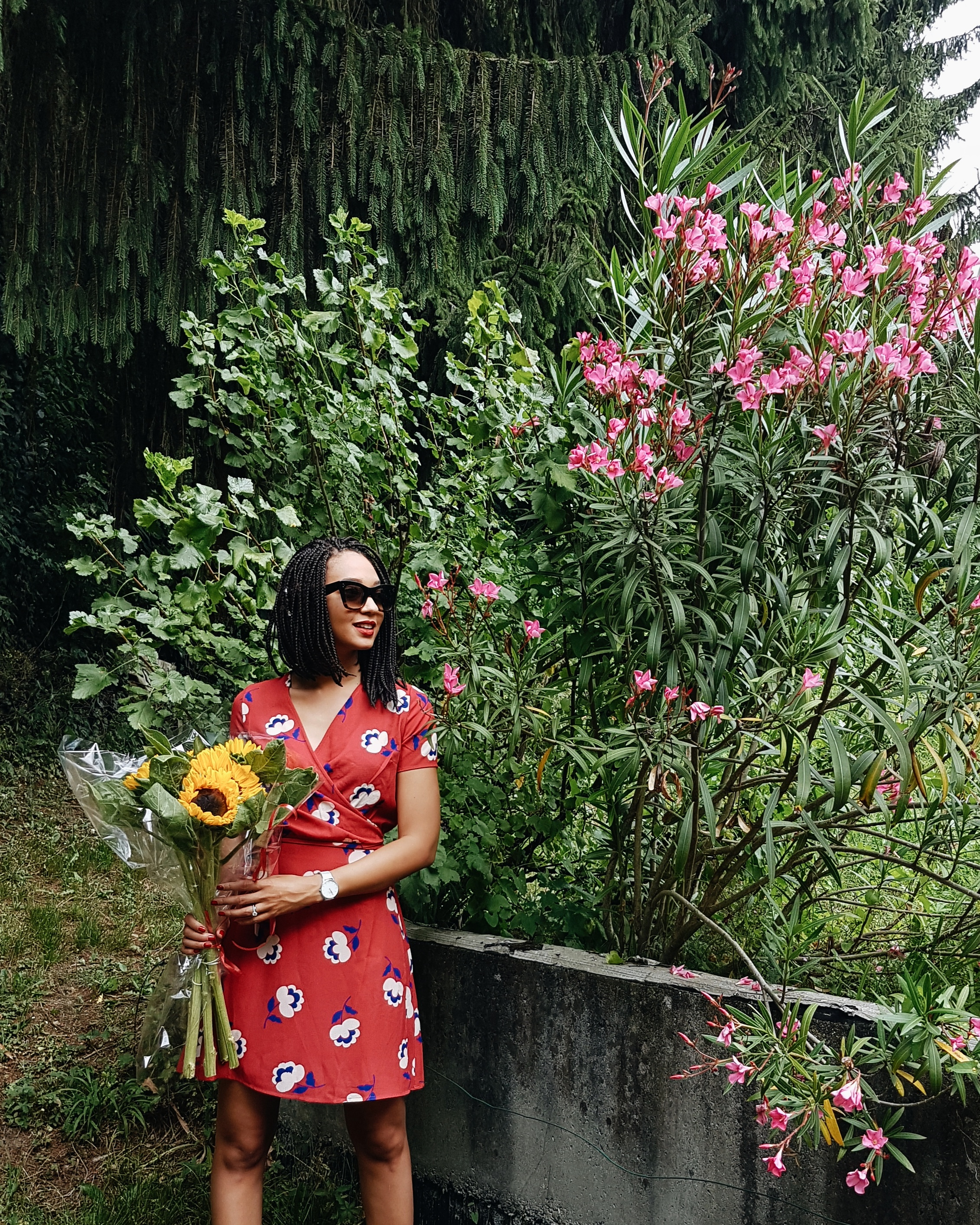 mercredie-fashion-blog-mode-geneve-switzerland-dress-portefeuille-robe-red-rouge-realisation-par-la-redoute-rouje-dupe-similar-celine-shades-sunglasses-marta-box-braids-style