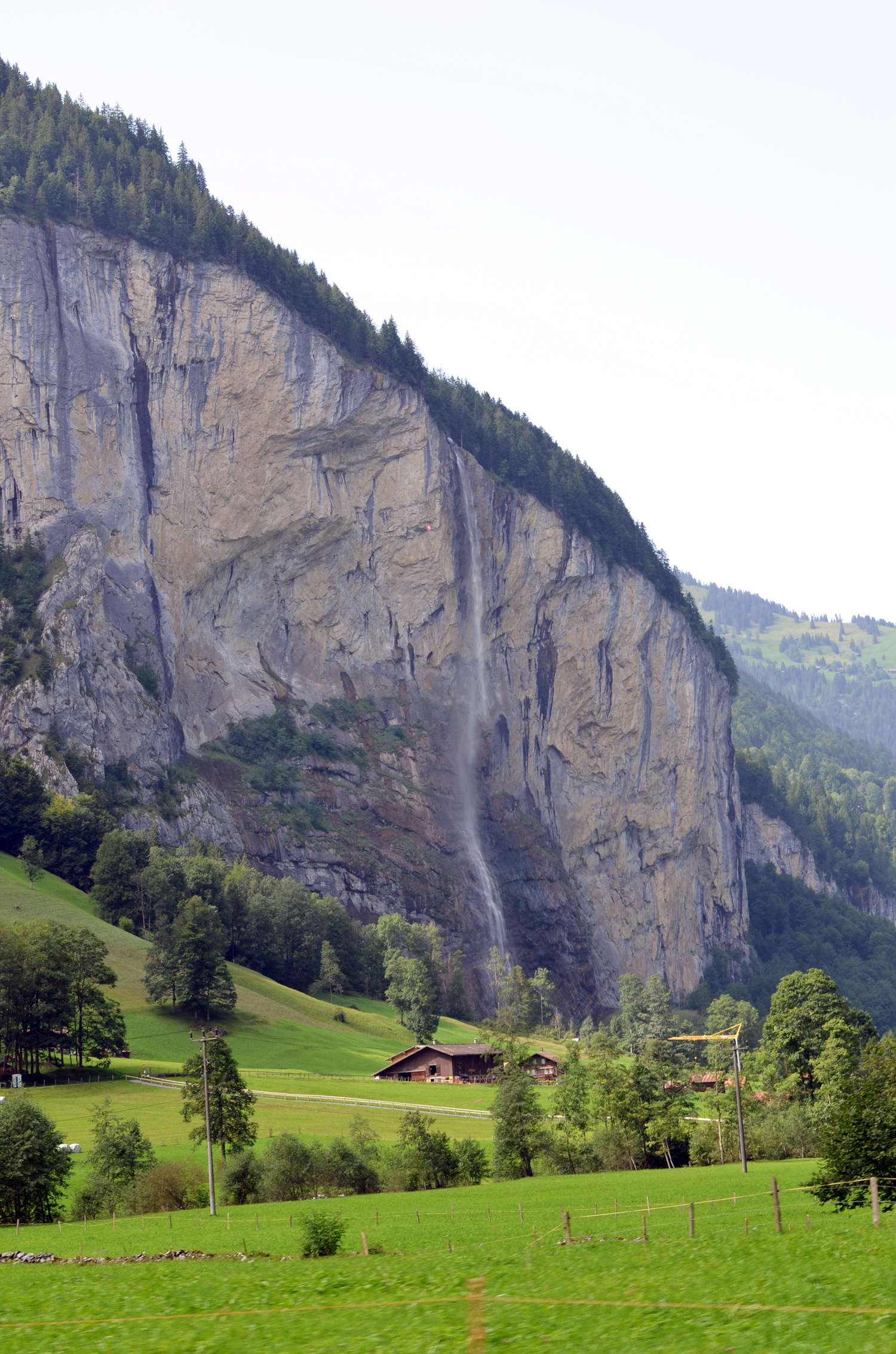 mercredie-blog-geneve-suisse-voyage-my-switzerland-grand-tour-roadtrip-europcar-accor-hotel-chutes-cascades-trummelbach-falls