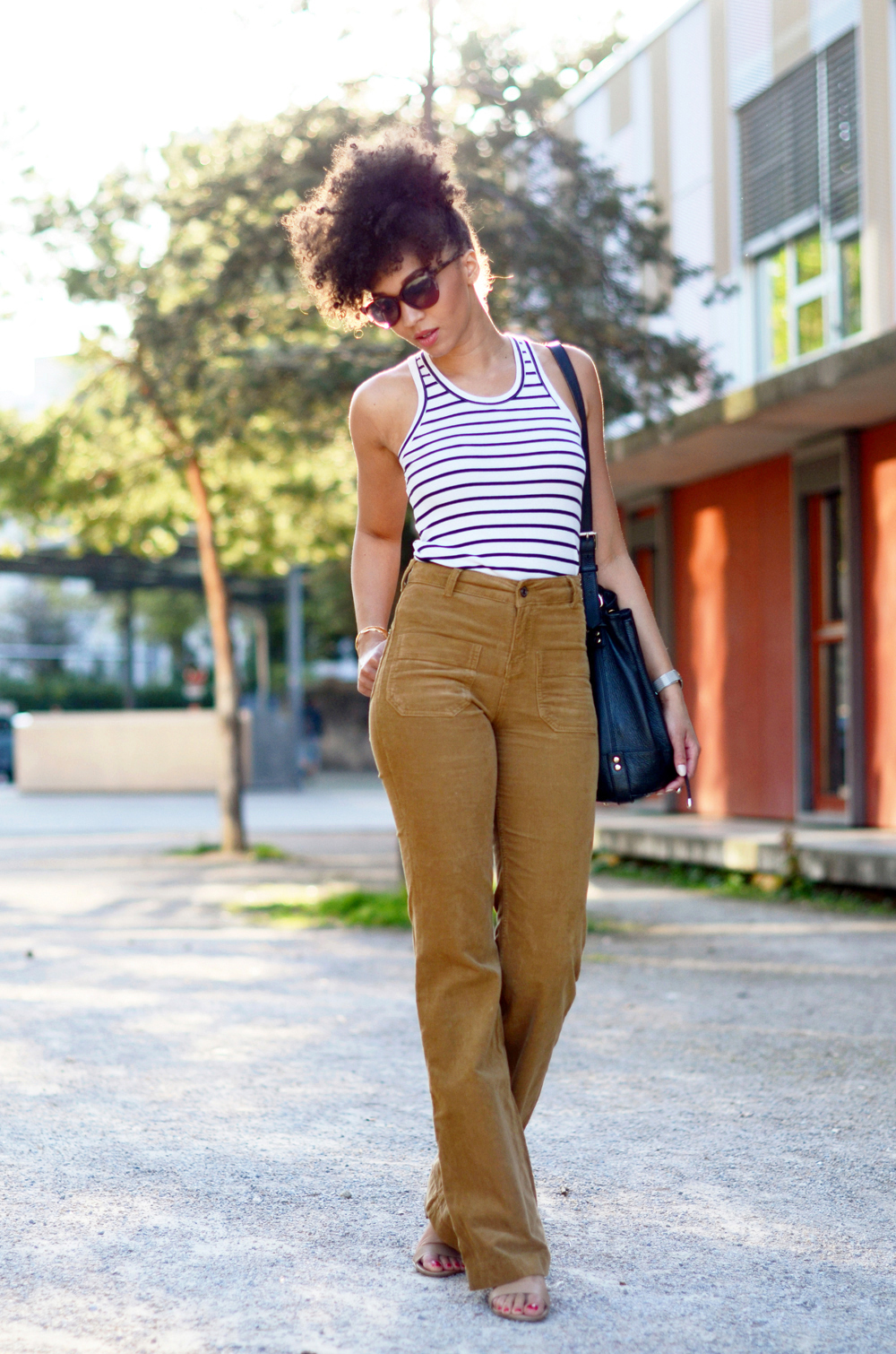mercredie-blog-mode-geneve-suisse-blogueuse-bloggeuse-optic2000-lunettes-de-soleil-MAUI-JIM-natural-hair-frohawk-pantalon-vanessa-bruno-flare-Dompay3