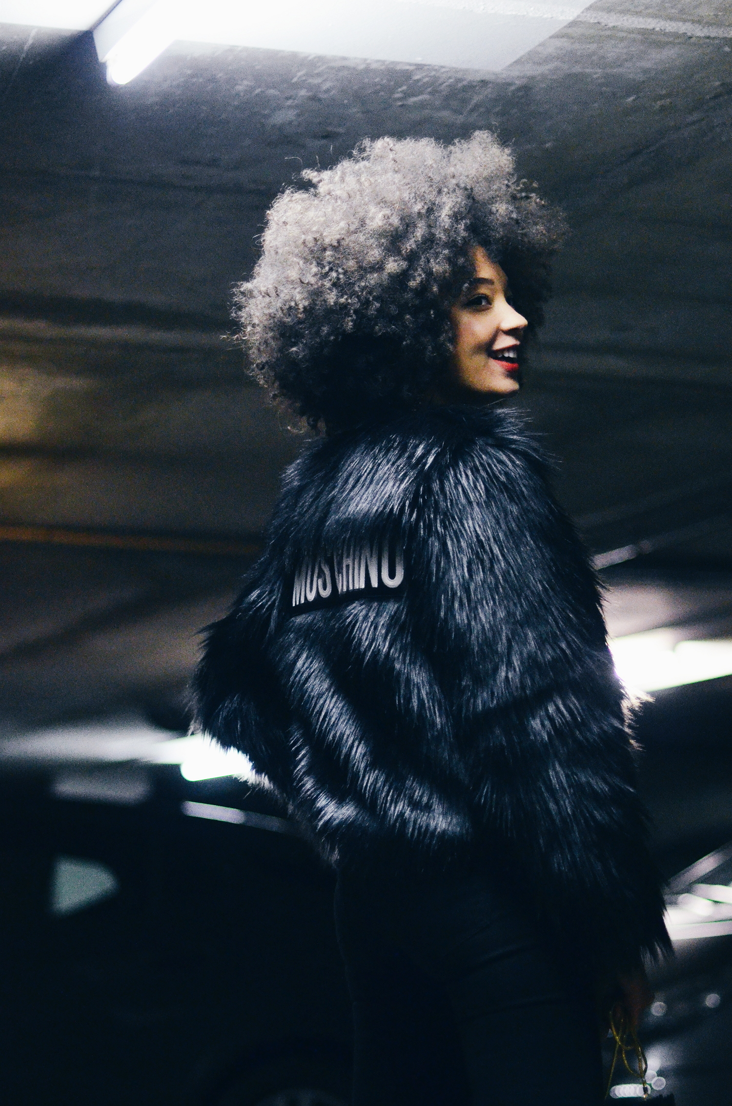 mercredie-blog-mode-fashion-blogger-suisse-geneve-geneva-switzerland-jacket-fur-fake-hm-tv-moschino-collection-afro-natural-curly-hair