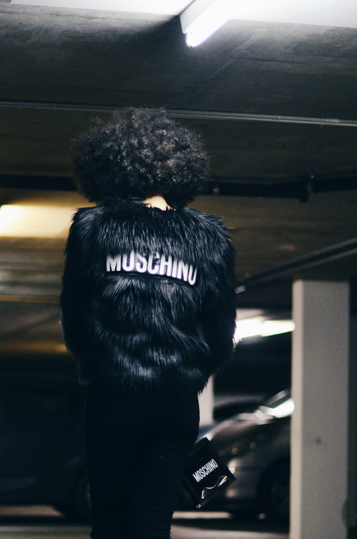 mercredie-blog-mode-fashion-blogger-suisse-geneve-geneva-switzerland-jacket-fur-fake-hm-tv-moschino-collection-afro-natural-curly-hair9