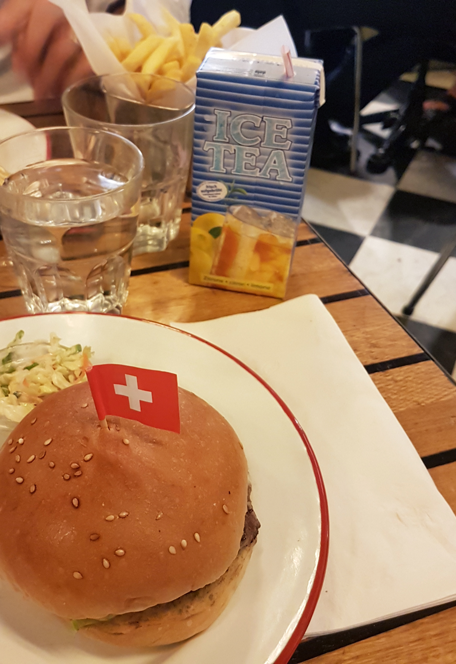 mercredie-blog-mode-geneve-lifestyle-geneva-swiss-blogger-blogueuse-bloggeuse-food-restaurants-geneve-meilleurs-restos-avis-the-hamburger-foundation-burger-meilleur-burger-best2